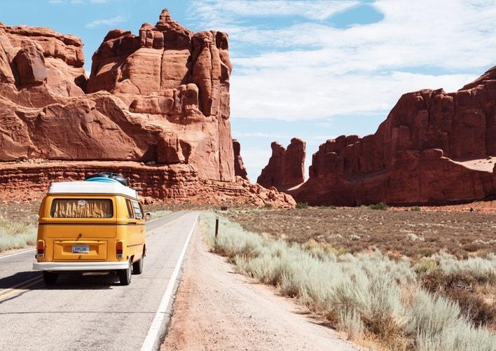Van jaune dans le désert du Nevada