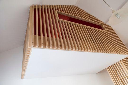 Mezzanine ou cabane en tasseaux de bois