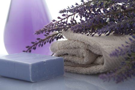 Savon, lavande et serviette