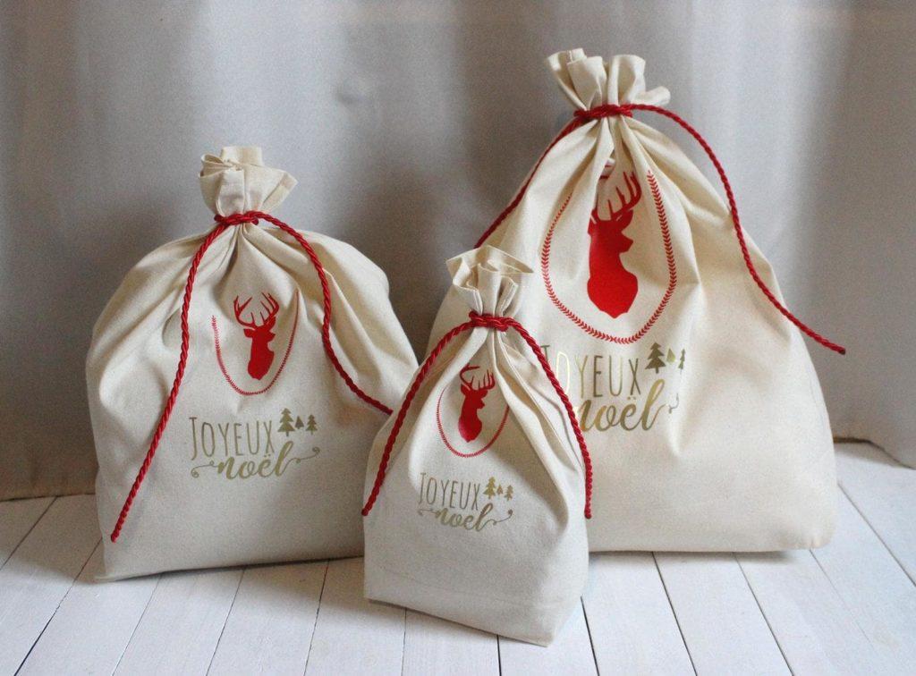 """Sac vrac """"Hotte de Noël"""" motif Rennes avec inscription """"Joyeux Noël"""" rouge et doré"""